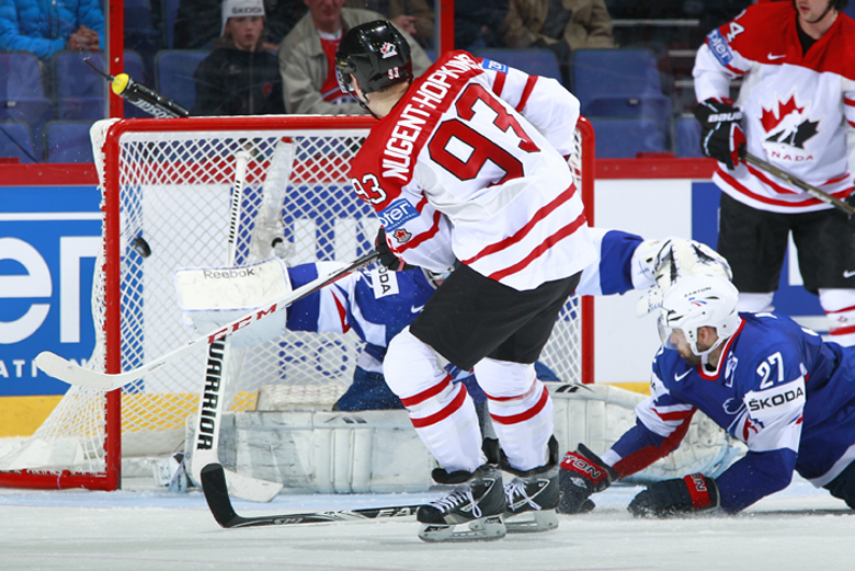 http://photo.iihf.com/gallery/cache/2012-wm-272/17-fra-can/_d0c2873_1024_thumb.jpg